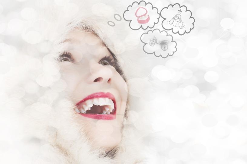 Femme souriante bulles de pensées